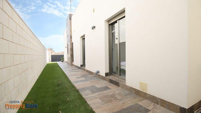 3 bed modern villa in villamartin